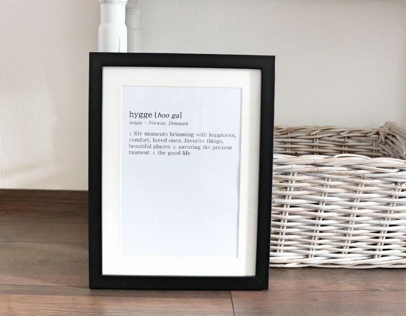 tolle wand von gerahmten bildern bilder bilderrahmen. Black Bedroom Furniture Sets. Home Design Ideas