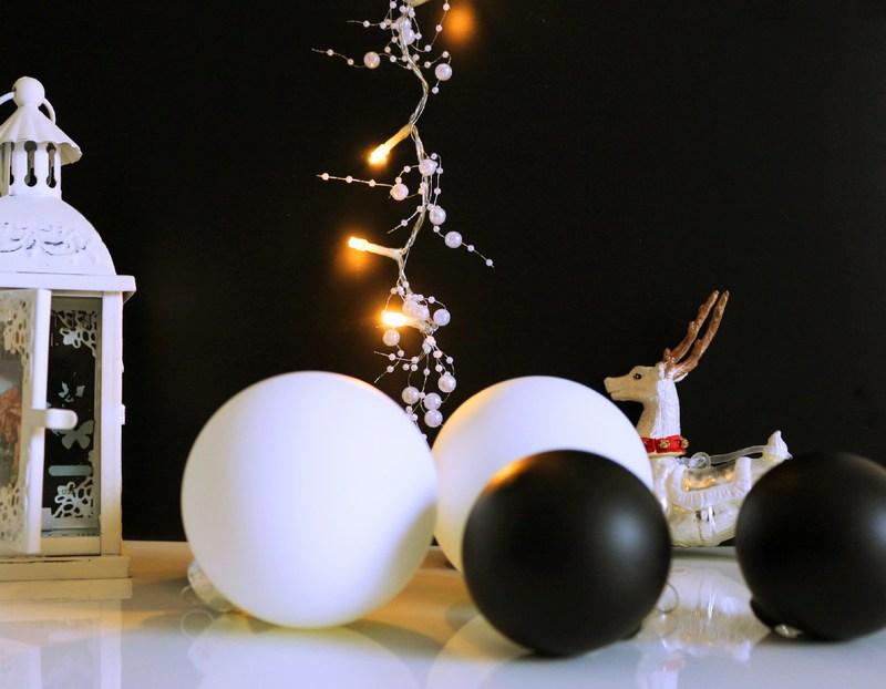 Schwarz Weiße Weihnachtsdeko.Weihnachtsdekoration Mit Weihnachtskugeln Mal Anders Shadownlight De