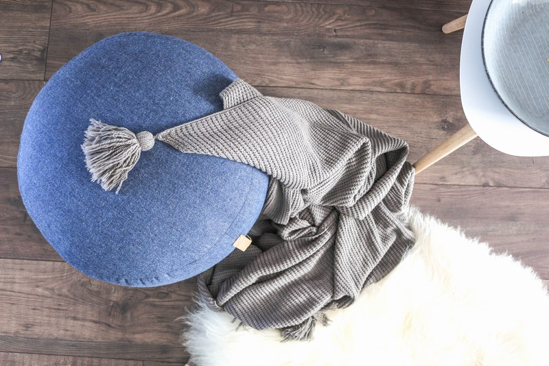 Hübsch skandinavisches Design blauer Pouf